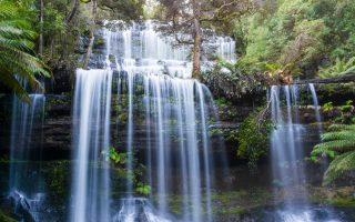 Les chutes d'eau de Russell au parc de Mont Field