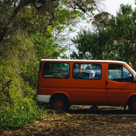 Un camping car garé dans un espace en Tasmanie